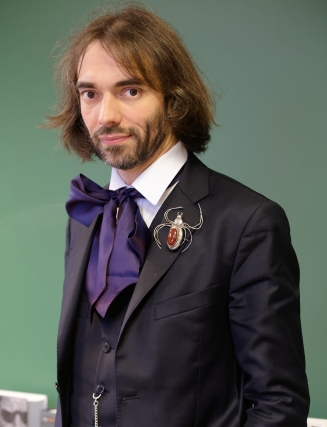 Cedric_Villani_in_his_office_2015_n1.jpg